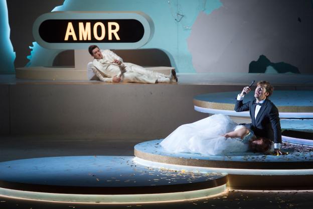 Alex Penda (Poppea), Valer Sabadus (Nerone), Jake Arditti (Amore). Foto: M. Rittershaus